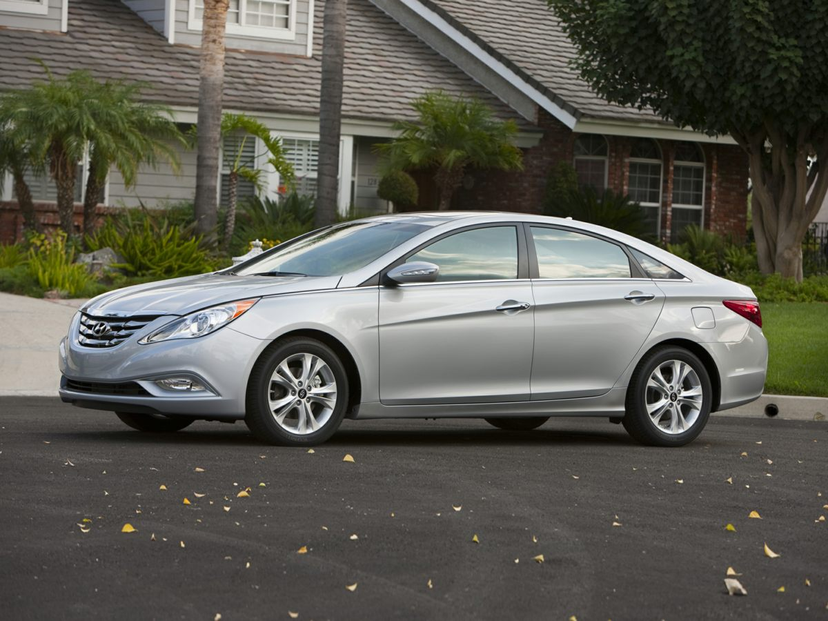 Silver Hyundai Sonata >> Pre Owned 2011 Hyundai Sonata Limited 2 0t 4d Sedan In Madison